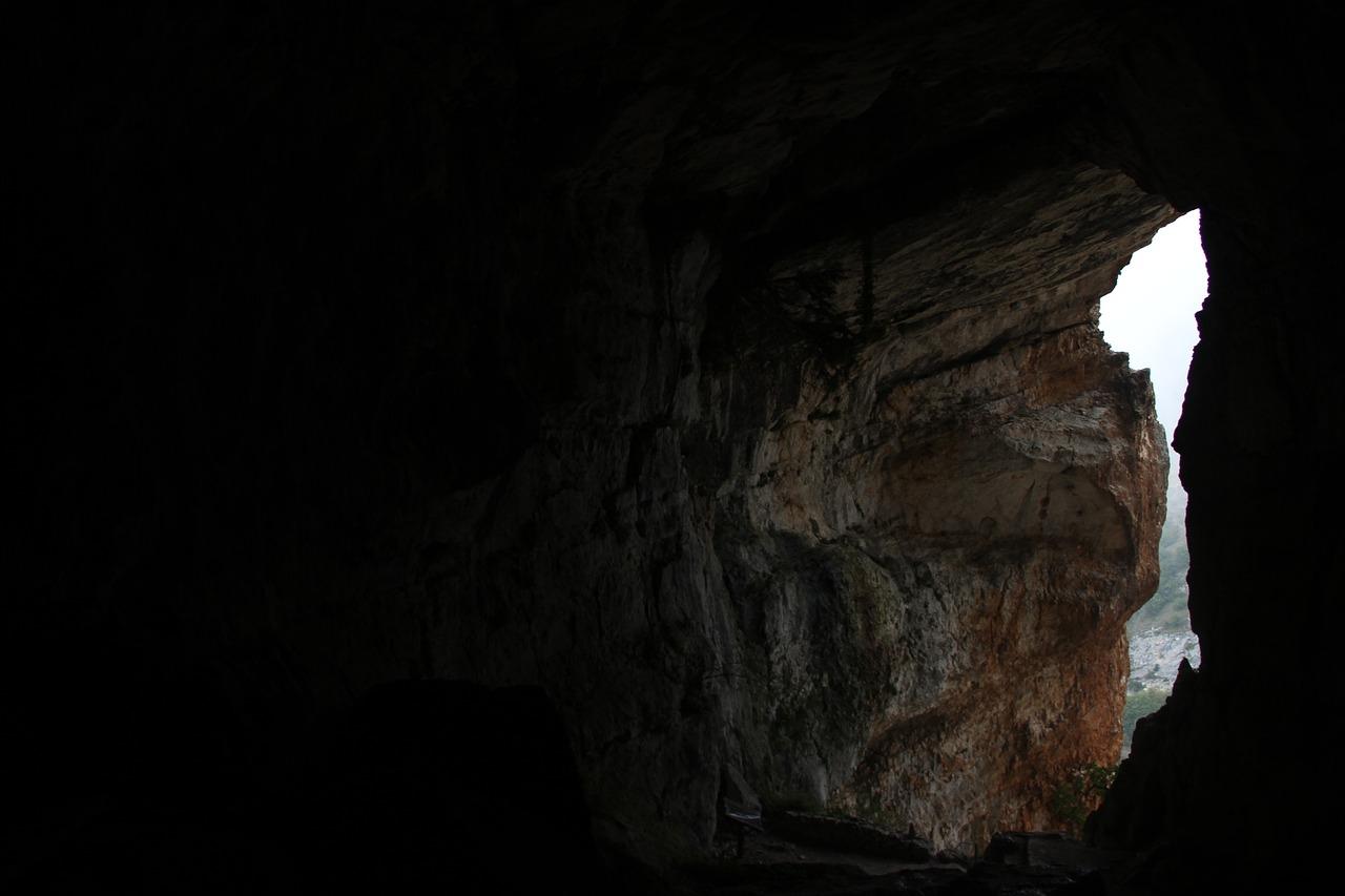 Vacanze in Abruzzo | Itinerario Terra Grotte del Cavallone